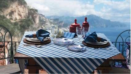 Toalha_de_Mesa_Amalfi_azul_Ambientada.jpg